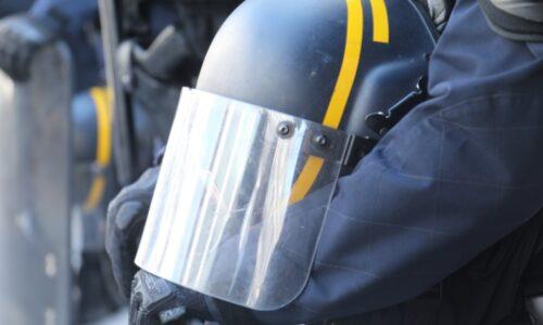 #Calais 🇫🇷 7 CRS blessés après de violents affrontements avec des migrants