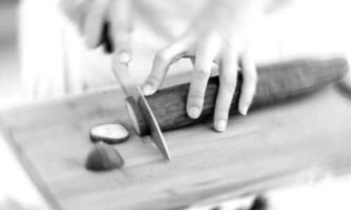 🇪🇸 Violée plusieurs fois par son patron, elle finit par lui couper le pénis avec un grand couteau de cuisine