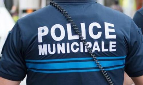 #Épône 🇫🇷 La police municipale casse la porte et sauve une enfant de 2 ans qui allait tomber du balcon