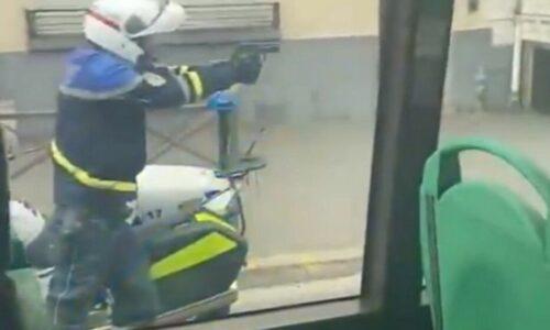 #Rosny 🇫🇷 Des policiers tirent en pleine rue après une course-poursuite et un refus d'obtempérer