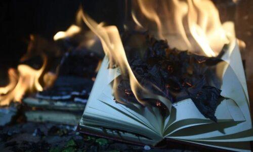 🇨🇦 Des écoles catholiques détruisent 5000 livres dans des autodafés antiracistes